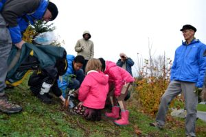 Robert McMurrey, KOMO4 TV photojournalist is adept at getting ground level camera shots of the kids planting the tree.